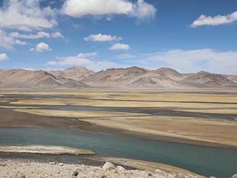 新时代・幸福美丽新边疆:走进碧水蓝天的狮泉河畔
